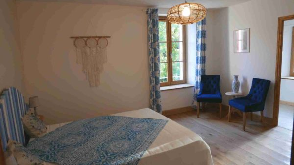 presentation of the Bleuet guest room at moulin de Solaure